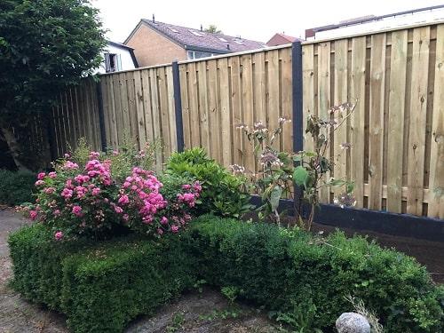 Ein Holz-Beton-Zaun von Zaunonline