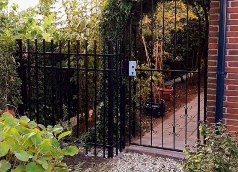 Dekorativer Zaun im Garten
